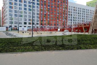 ручей на детской площадке
