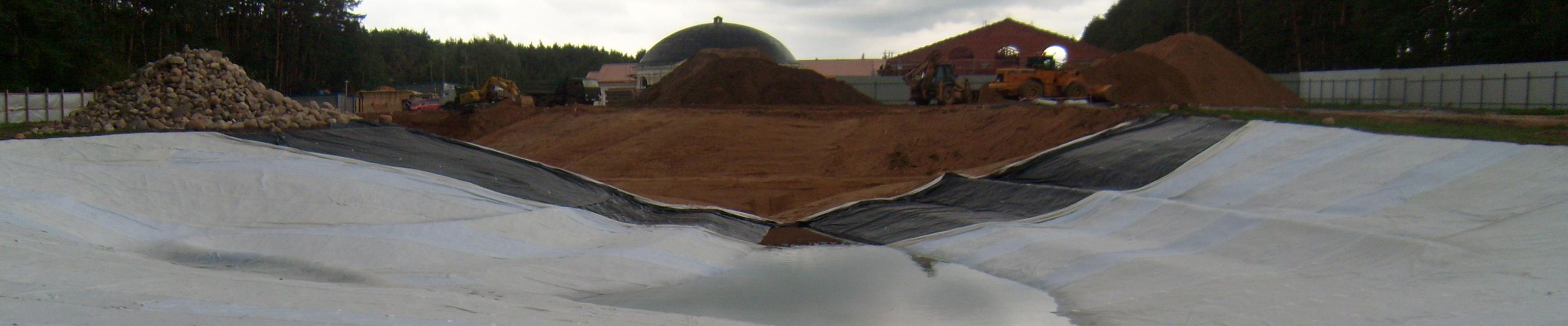 монтаж гидроизоляции водоема, укладка геотекстиля