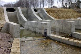 Бетонная плотина. Водосброс.